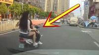 小情侣开着摩托车, 女友非要秀恩爱, 记录仪拍下悲剧一幕!