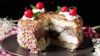 【喵博搬运】【食用系列】用两片面包就能做~冰激凌樱桃奶油蛋糕 (●′ω`●)