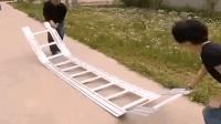 农村大叔发明可折叠梯子, 展开后薄如一张纸