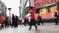 十堰小伙在步行街突然跳鬼步舞 回头率太高了 厉害了我的哥