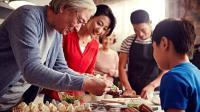 七碗八碟的年夜饭吃的是团圆的仪式感! 天价年夜饭背后历史是这样