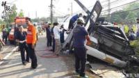 泰大巴发生车祸 17名中国游客受伤
