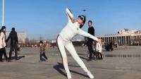 青青世界广场舞《爱情莎啦啦》
