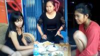 在柬埔寨, 街边有很多这样的小酒吧, 生意都很好做, 中国游客很多