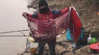 钓鱼实战86, 雪后水库, 台钓与传统钓结合爆钓鲫鱼(有漂相)