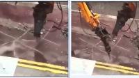 这两个挖掘机师傅太逗了 在大街上用挖掘机玩这个 童心未泯啊