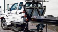 原以为国外货车背后装1排滑轮太累赘, 拉开绳后才知道有多实用!