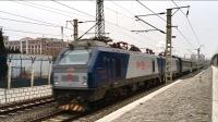 【火车视频 | 罕见的HXD2牵引电0Z82次列车通过新生路】大连站车迷候车室228-电0Z82