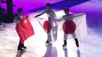 赛后日本选手羽生结弦主动帮金博洋调整国旗, 太贴心了