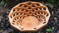大叔用木板制作果盘, 好精致啊!