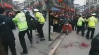 重庆交警执法被刺身亡 倒地前紧抓嫌疑人不放
