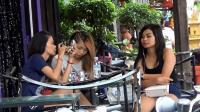 中国人去柬埔寨, 实拍柬埔寨酒吧女孩真实生活, 中午才起来吃早餐