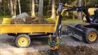 挖掘机带着车斗, 自己给自己装车!