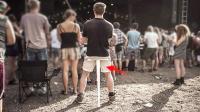 像雨伞一样的凳子, 可装在口袋里, 以后不用站着等地铁