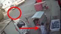 男子停车在路边做生意, 突然听到一声巨响, 下一秒恐怖了
