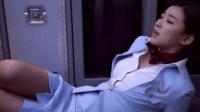 美女空姐独自收拾机舱, 突然感觉不对劲, 下一秒直接吓瘫倒地上!