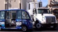 美国无人巴士第一天上路就出车祸, 官方声称过错方是货车司机
