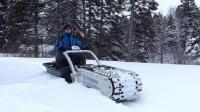 国外小伙发明的雪地神器, 用一条履带改装成车, 雪地行驶不打滑
