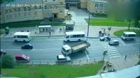 监控: 哈弗装傻充愣, 大货车给他20秒逃生, 最终还是无法幸免!