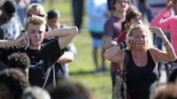 美国父亲质问特朗普: 还要有多少孩子被枪击!