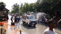 老挝人过年更热闹, 实拍老挝的泼水节狂欢现场, 全国人民陷入狂欢状态