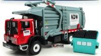 汪汪队的凯蒂猫拆汽车总动员的垃圾清洁车玩具 变形警车和超级飞侠来围观