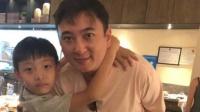 八卦:王思聪三亚度假被小学生搂脖子 与女伴用餐各自玩手机