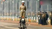 """印度""""开挂""""摩托车队又参加阅兵表演啦, 这次全换成女兵来炫技!"""