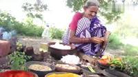 印度老奶奶田边做饭, 用几十个鸡蛋做西红柿炒鸡蛋, 和老伴一起吃