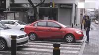 马路上车辆嚣张停在斑马线上, 结果路人的行为估计让车主永生难忘