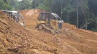 卡特推土机修路作业, 马力比挖掘机要大多了
