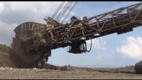 采矿巨型挖掘机, 自带履带传输系统, 挖掘的煤通过传送带直接运走