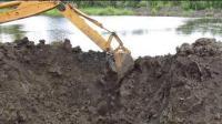 挖土机作业, 池塘水留出来的一顺间