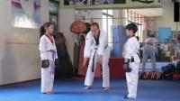 陈翔六点半: 男子学习跆拳道, 让9岁小姑娘暴打