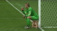 足球场上自己把自己玩死的守门员, 请备好纸巾, 能把你笑到哭!