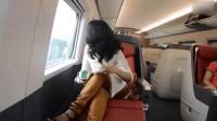 印度土豪来中国旅游, 坐上中国高铁十分吃惊, 大骂印度媒体