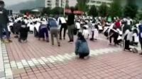 高考誓师大会 学生集体下跪十多分钟