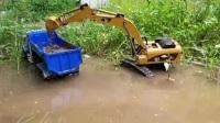 汪汪队立大功毛毛开挖掘机在水草里寻找美味的榨菜 钩机工作视频 挖掘机挖土装沙