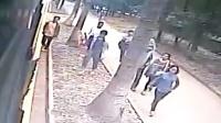 女学生2万学费被盗 公交司机调头全车人追贼
