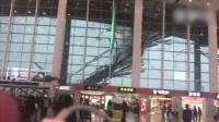 昌北机场天花板遭暴风雨掀翻 现场震撼