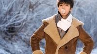 王俊凯挑战雪地平地摔倒, 粉丝留言称: 平地摔小王子上线了!