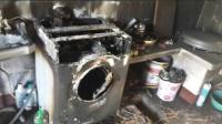 妈妈用洗衣机洗衣遭遇爆炸, 将7岁孩子害惨, 这样洗衣服危险系数太高!