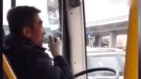 公交司机播音腔走红 乘客都不好意思抢座了