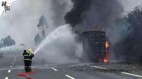 货车失火遍地iPhone X 郑州大风墙皮脱落 法国毒奶粉丑闻