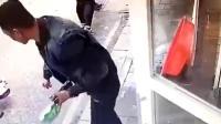 男子退猫遭拒 店门口将其摔断脖致死