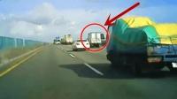高速公路上, 这种超车就是找死, 记录仪拍下可怕瞬间!