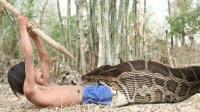 4米多长的大蟒蛇, 为了生计, 柬埔寨小孩不得不与其斗智斗勇