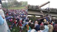 印度巴士坠桥跌落河床 至少14死45伤