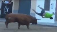 西班牙斗牛节, 人被公牛顶飞