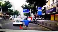 司机路怒连续三撞撞飞电动车